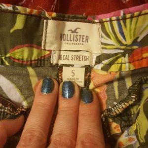 Hollister Shorts - TROPICAL HOLLISTER SHORTS SIZE 5